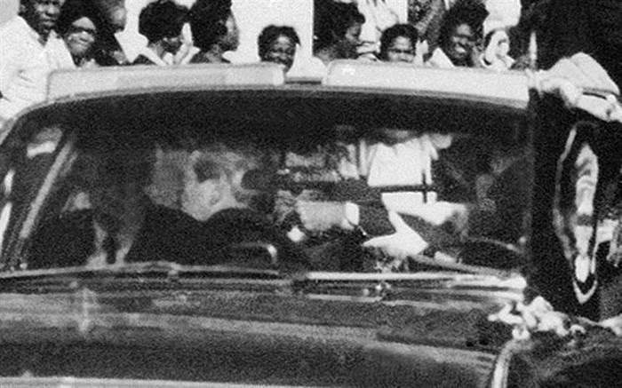 遇刺過程全記錄!甘乃迪總統遭槍手近距離爆頭…驚悚畫面讓人不寒而慄!  -