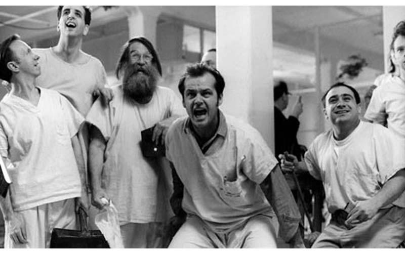 他們裝瘋混進精神病院,想實驗「裝瘋到底有多容易?」這個實驗震驚全美!