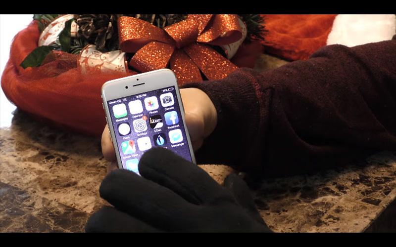 只要簡單的3個步驟,不用花錢你也可以把一般手套變成滑手機超順暢的觸控手套!  -